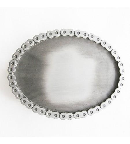 Boucle de ceinture de Biker de forme ovale avec chaine de moto finition argent brosse
